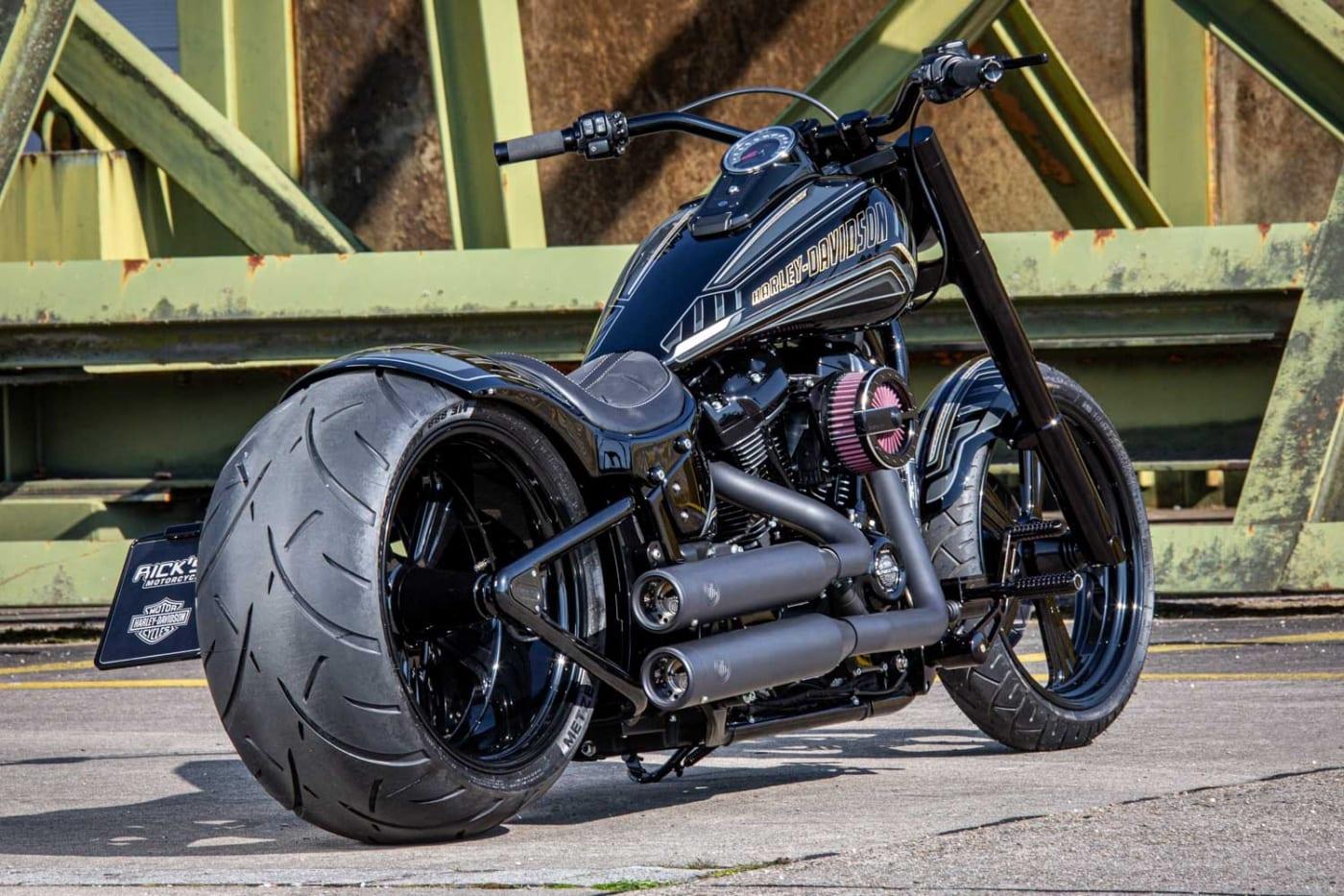 WOTAN - Rick´s Motorcycles Fat Boy 300 mit legaler KessTech Auspuffanlage