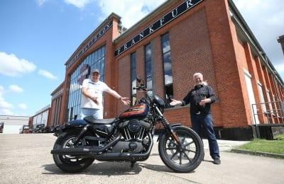 Jochen G. aus Kelkheim gewinnt eine Harley-Davidson Iron 1200