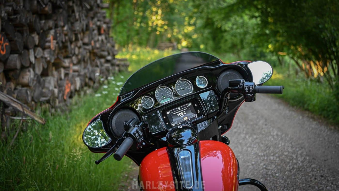Cockpit der Harley-Davidson Street Glide Special 2020