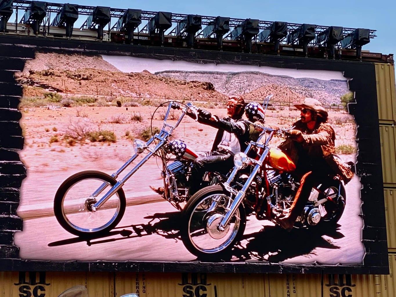 Bei Easy Rider geht es um den Song Steppenwolf, der nicht nur für die Rockgeschichte ein Meilenstein gewesen ist.