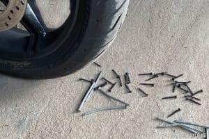 Nägel auf der Strasse - Symbolfoto Harleysite