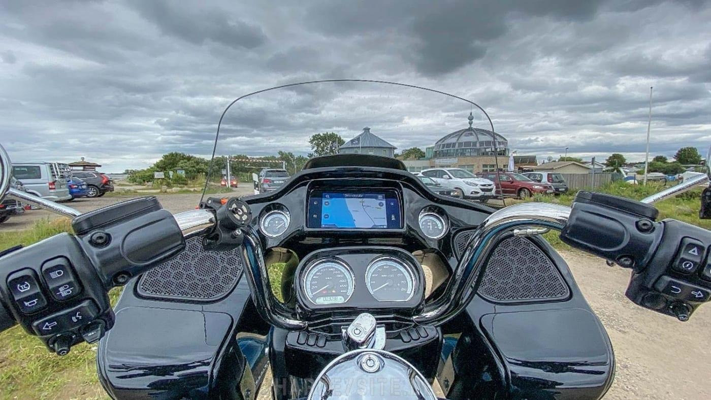 Das Cockpit der Road Glide Limited 2020