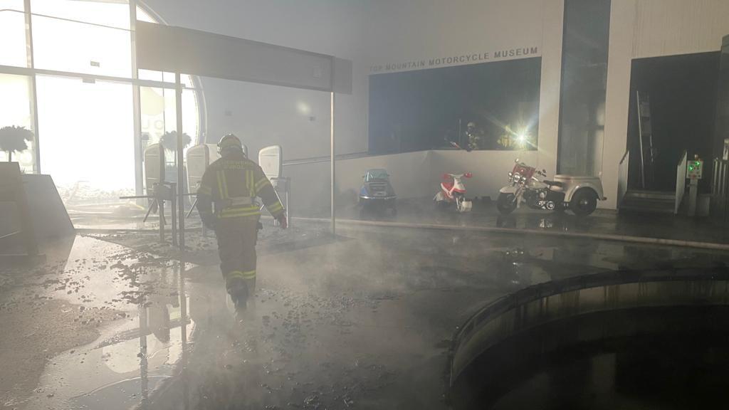 Nell'edificio del Top Mountain Crosspoint dopo l'incendio