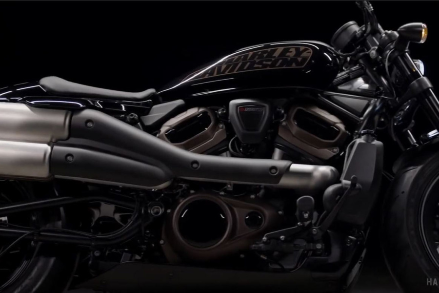 SNEAK PREVIEW HARLEY-DAVIDSON CUSTOM CRUISER