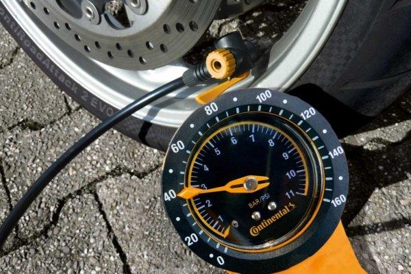 Die Luft trägt das Motorrad, nicht der Reifen