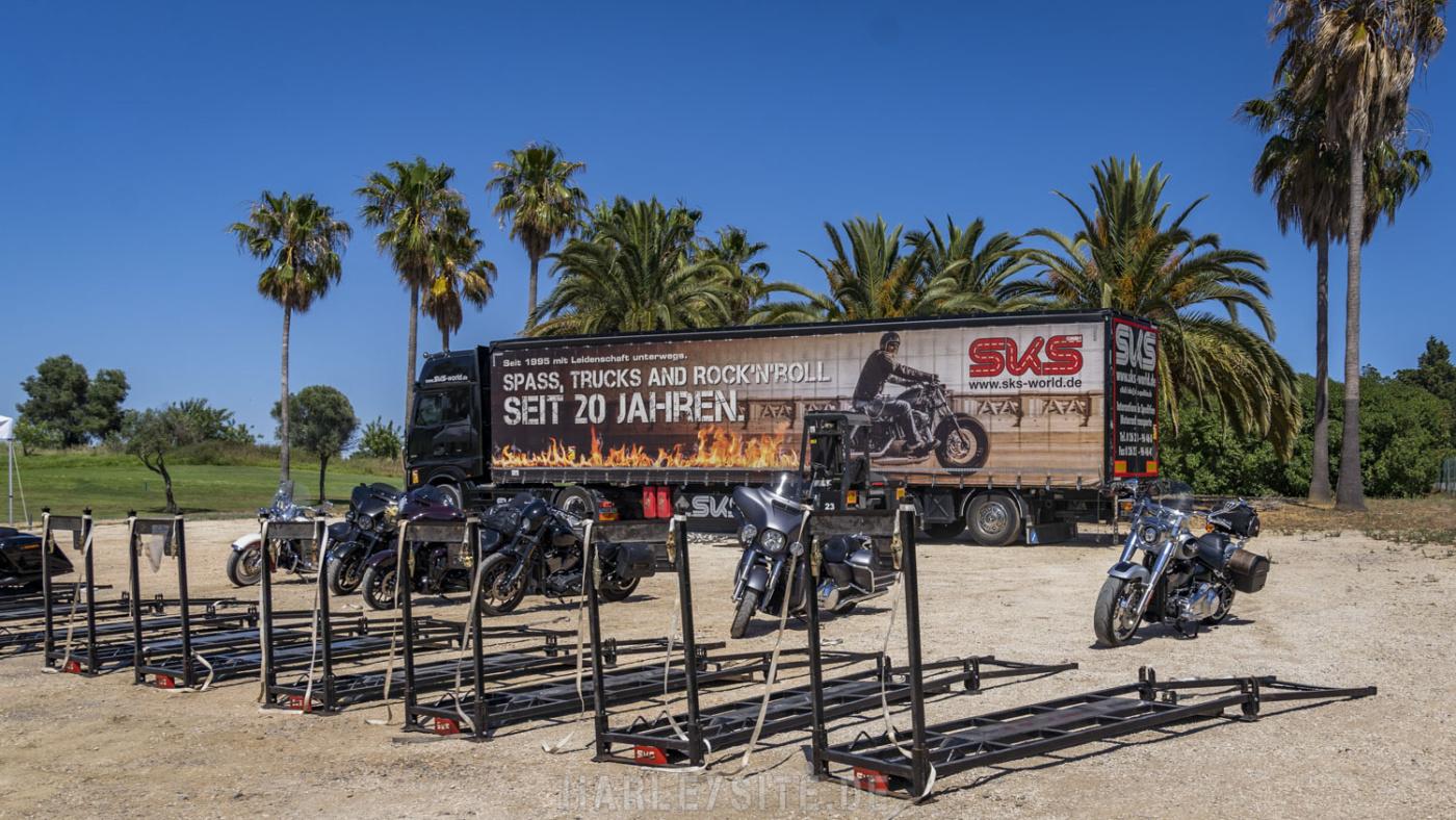 SKS Motorradtransporte, beim entladen der Motorräder in Portugal