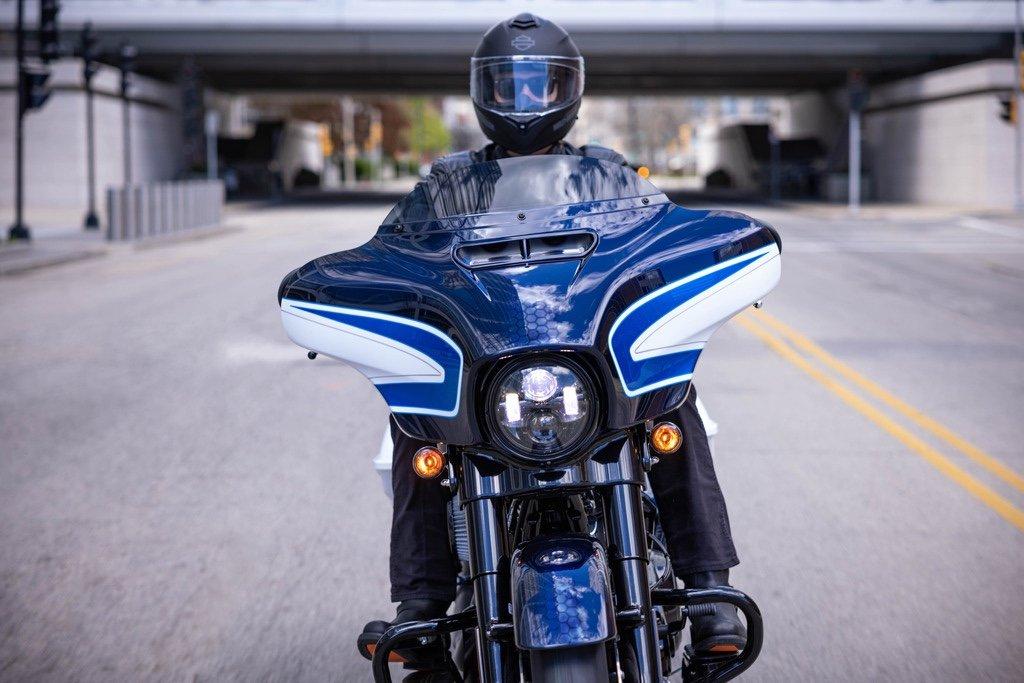 Harley-Davidson präsentiert die Street Glide Special in Arctic Blast 3